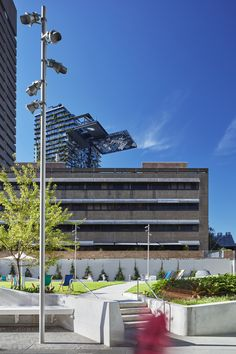 University of Technology Sydney – Sydney, Australia – Landscape architecture: Aspect Studio from Sydney - Photo: Florian Groehn – Lighting products: MaxiWoody by iGuzzini Illuminazione #iGuzzini #Lighting #Light #Luce #Lumière #Licht #MaxiWoody #MultiWoody