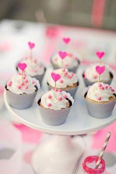 My verjaarsig goed 9 Princess Party Cupcakes, Cupcake Party, Wedding Cupcakes, Polka Dot Cupcakes, Fun Cupcakes, Cupcake Cookies, Valentine Cupcakes, Vanilla Cupcakes, Birthday Cupcakes