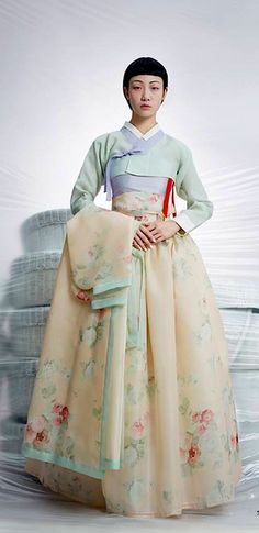 Tchai Kim is the second brand launched by hanbok (traditional Korean dress) designer Kim Young-jin.