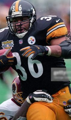 The Bus Dragging A Washington Defender along For the Ride ! Pittsburgh Steelers Wallpaper, Pittsburgh Steelers Players, Pro Football Teams, Go Steelers, Pittsburgh Sports, Nba Sports, Football Helmets, Steeler Football, School Football