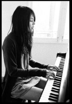 Beautifull women playing the piano
