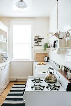Me gusta lo blanco de todo y la luminosidad, me gustaría que así fuera de luminosa la cocina. Y poner un tapete en la cocina. Le da mucho estilo :D, te late?