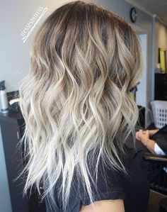 Brown to blond wavy ombre hair - Hair Trends Ombre Blond, Blonde Ombre Hair Medium, Platinum Blonde Ombre, Medium Length Ombre Hair, White Ombre Hair, Platinum Hair, Shoulder Length Balayage, Ashy Blonde Balayage, Ombre Balayage
