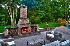 Outdoor-fireplace-on-outdoor-patio-newark-de
