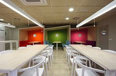 05 Stone designs interior Ymedia Office 2012 Light and Colorful Office of YMedia Suppose Design Office, Modern Office Design, Workplace Design, Office Interior Design, Office Designs, Office Ideas, Office Decor, Corporate Interiors, Office Interiors