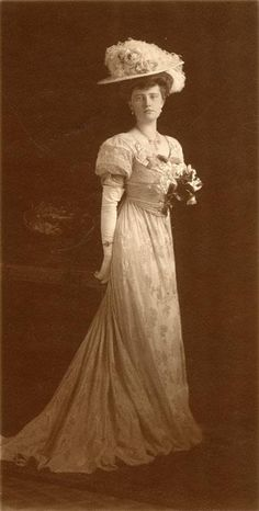 Marjorie Merriweather Post as a young Edwardian lady, c. 1904-1905