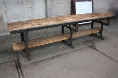 304 cm lange werktafel met oud stalen machine onderstel en dikke oud ...