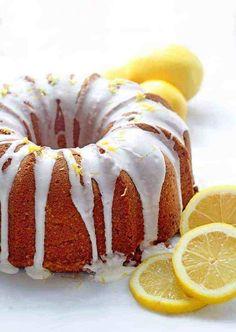 Lemon Pound Cake (Ultimate Lemon Cake Recipe) topped with a lemon drizzle surrounded by lemon slices. Lemon Cream Cheese Pound Cake Recipe, Best Lemon Cake Recipe, Lemon Bundt Cake, Bundt Cakes, Carrot Cakes, Poke Cakes, Layer Cakes, Lemon Cakes, Vanilla Cake