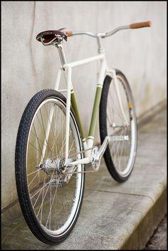 Belo quadro branco com pneus +largos