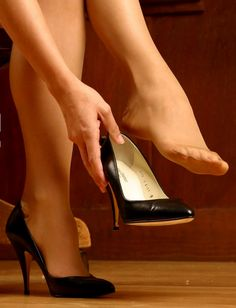 I am a mature man who has had a life long obsession with women in nylons not wearing shoes. Pantyhose have there place, but I especially like full fashion stockings. Pantyhose Heels, Stockings Heels, Sexy Legs And Heels, Hot High Heels, Strappy Heels, Stiletto Heels, Pantyhosed Legs, Sexy Toes, Tights