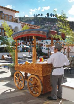 Discover a traditional fruit and vegetable cart beside the pool at Belmond Palacio Nazarenas in Cusco. Choose your favourite local varieties for a delicious customised smoothie.