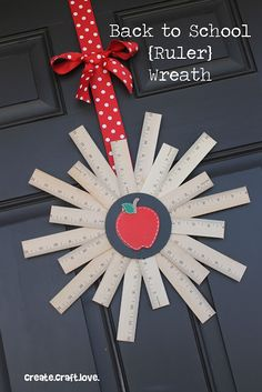Back to School Ruler Wreath. Celebrate the beginning of a school year with this fun door decoration. Back To School Party, Back To School Crafts, Back To School Teacher, School Stuff, Hate School, School Office, Create And Craft, Crafts To Make, Diy Crafts