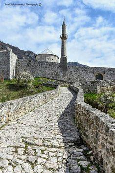 Travnik, Bosnia & Herzegovina Cool Places To Visit, Places To Travel, Saint Marin, Bósnia E Herzegovina, Latina, Beautiful Mosques, Southern Europe, Islamic Architecture, Roadtrip
