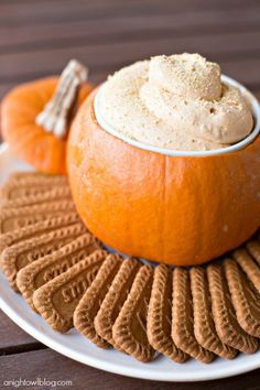 Pumpkin Pie Cheesecake Dip: It's officially pumpkin spice season. Play it up with a creamy pudding (served in a mini pumpkin!) before the onslaught of peppermint rolls around. Click through for more Halloween party treats your guests will love! Entree Halloween, Dessert Halloween, Halloween Party Appetizers, Snacks Für Party, Thanksgiving Appetizers, Halloween Food For Party, Thanksgiving Recipes, Halloween Dip, Party Desserts