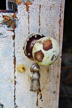 Covered keyhole