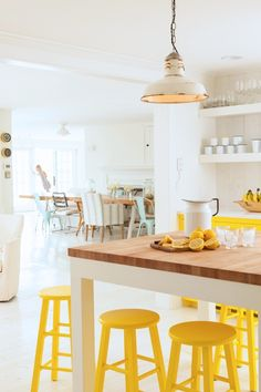 Yellow kitchen will be so much attractive for any home design whether big or small. It gives your room a bright color and more spacious. So, here are some yellow kitchen ideas for designing your kitchen room. Yellow Interior, Home Interior, Kitchen Interior, Interior Design, Interior Ideas, Yellow Home Decor, Bohemian Interior, Kitchen Dining, Kitchen Decor
