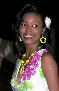 Idolly Louise Saldivar Crowned Miss World Belize 2013