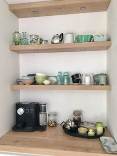 Onze keuken geplaatst in 2018 Diy Kitchen Decor, Kitchen Design, Home Decor, Coffee Corner Kitchen, Coffee Bar Design, Kitchen Images, Apartment Kitchen, Kitchen Pantry, Home Interior Design