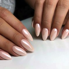 hochzeit This is the manicure the chicest brides will be rocking at their wedding this season pearl nails Classy Nails, Stylish Nails, Pink Chrome Nails, Acrylic Nails Chrome, Pink White Nails, Pastel Pink Nails, Chrome Nail Art, Bridal Nail Art, Pearl Nails
