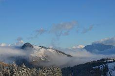 #Wolken über den Bergen, strahlend blauer Himmel über einer traumhaften Schnee Landschaft ... so schön ist der #Winter in #Bayern nahe #Rosenheim