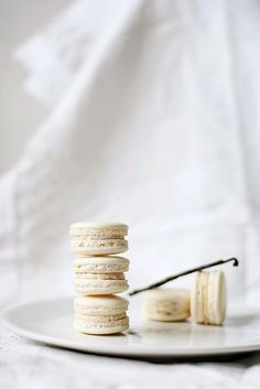I have never had a macaroon but I want to learn to make them they look so yummy ❤:)
