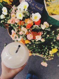 Banana smoothie & Sunday poppies / photo by Emilie Ristevski