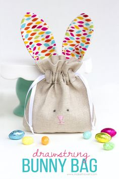 Sewing Gifts For Kids Drawstring Bunny Bags.fun for Easter, or ALL year long! Sewing Hacks, Sewing Tutorials, Sewing Crafts, Sewing Tips, Sewing Patterns, Bags Sewing, Fabric Crafts, Bag Patterns, Bag Tutorials