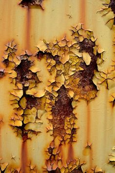 rusted yellowish peeling paint by PAlisauskas on DeviantArt Painting Tips, Painting Techniques, Painting Tutorials, Warhammer Paint, Warhammer 40k, Weather Models, Weathered Paint, Modeling Techniques, Peeling Paint