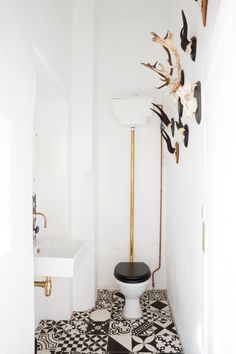 Cape Town-based ad agency, RADAR, hired JP de la Chaumette to design their newly renovated office space that pays homage to creativity. Workspace Inspiration, Bathroom Interior, House Interior, Design Milk, Office Design, Interior, Toilet Design, Loft Spaces, Office Interiors
