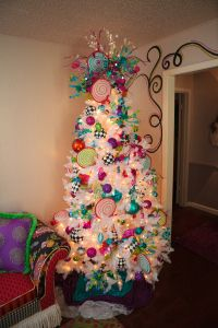 Christmas Tree Decorating Ideas- #Christmas #Decorations with Bright colors. #Turquoise, #Pink, #BlackandWhite