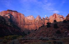 Zion National Park is a wonderful place full of the most amazing sights you've ever seen. Zion Park, Zion National Park, National Parks, Bryce Canyon, Grand Canyon, Natural Wonders, Monument Valley, Parka, Utah