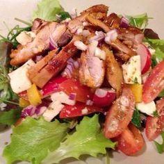 Egy finom Mozzarellás csirkesaláta (gluténmentes) ebédre vagy vacsorára? Mozzarellás csirkesaláta (gluténmentes) Receptek a Mindmegette.hu Recept gyűjteményében! Meat Recipes, Salad Recipes, Cooking Recipes, Healthy Recipes, Tasty, Yummy Food, Hungarian Recipes, Light Recipes, No Cook Meals