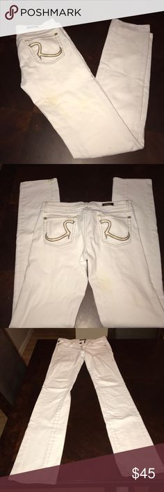 Rock & Republic jeans White clean like new Rock & Republic jeans . In excellent condition as all my jeans . Worn once or twice. Straight leg . These don't have much of a stretch , see tags for further details . Jeans listed at 38 , the price is firm due to posh percentage. Thank you. 35 inseam . Long Rock & Republic Jeans Straight Leg