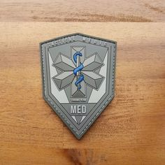 A simple firestarter can start fires even in damp, undesirable conditions. A firestarter works by running a metal striker over a ferrocerium rod, developing sparks. Tactical Medic, Tactical Patches, Airsoft, Bushcraft, Every Day Carry, Air Force Gifts, Army Tattoos, Patch Shop, Pvc Patches