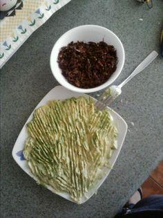 Chapulines con guacamole y sal de gusano