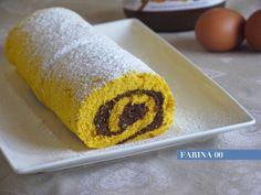 Questo dolce è davvero molto semplice e veloce . Lo si può realizzare in diversi modi , con diverse farciture come panna e fragole , crema , crema al ciocc