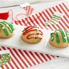 Almond Bonbons from Pillsbury® Baking are a bite-sized treat sure to make someone smile this Holiday season! They make a great homemade gift for neighbors, co-workers and friends!