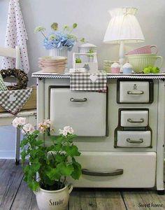 love that vintage stove