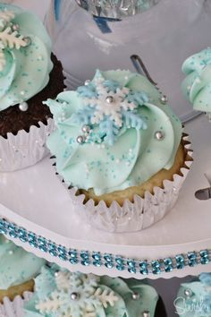 Frozen Party cupcakes - 4th birthday party printables - sweets table
