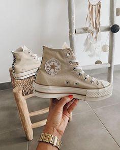 Vos baskets Converse 100% personnalisées avec Converse By You Dr Shoes, Hype Shoes, Me Too Shoes, Swag Shoes, Shoes Tennis, Cute Sneakers, Shoes Sneakers, Beige Sneakers, Beige Shoes