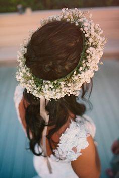かすみ草の花冠がロマンティック