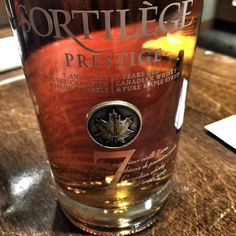 Sortilège Prestige. #Whisky canadien supérieur vieilli 7 ans aromatisé au sirop d'érable québécois de première coulée. Whisky, Canada, Prestige, Liqueur, 7 Year Olds, Cocktails, Drinks, Wine And Spirits, Oclock