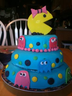 Pacman cake! Pac Man Cake, Cupcake Cookies, Cupcakes, Amazing Cakes, Birthday Cake, Desserts, Ms, Party Ideas, Food