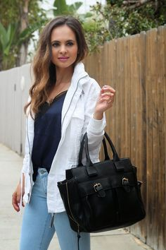 Chic in jeans and a tee!