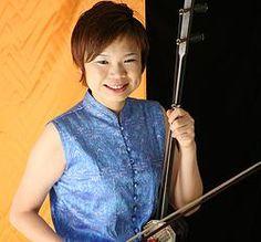 講師紹介ページを講師しました! スクール開校当初からお世話になっております、 二胡奏者 柳瀬寿子 先生です! 女性らしいやさしい教え方で初心者や年配の方にも分かりやいと、遠くから足を運ぶ生徒も少なくない素晴らしい先生です。宜しくお願いします(^^)/