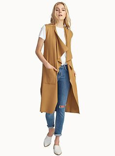 Exclusively from Icône     An ultra trendy essential piece, perfect for layering   Fine, soft knit   Draped and open, pointed style   Patch pockets   Side vents    The model is wearing size small