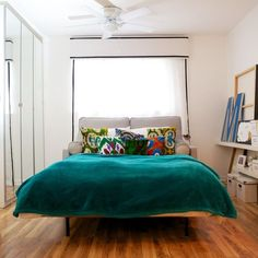 Sometimes it's OK to skimp a bit, but if you're going to invest in a sleeper sofa — especially if you expect to actually sleep on it — it's best to go for high quality. Here are five sources for really nice, comfortable and long lasting sofa beds. Austin Apartment, Apartment Sofa, Apartment Therapy, Apartment Design, Couches For Small Spaces, Living Spaces, Home Decor Inspiration, Decor Ideas, Back Home