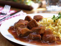 Gulasch vom Kalb mit Spätzle ist ein Rezept mit frischen Zutaten aus der Kategorie Kalb. Probieren Sie dieses und weitere Rezepte von EAT SMARTER! Spatzle, Xmas Dinner, Goulash, Eat Smarter, Sausage, Food And Drink, Low Carb, Beef, Vegetarian Recipes