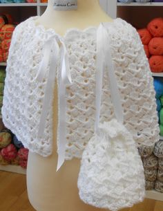 This is a very pretty cape and matching purse, one which any princess would love! Worked from the top down, it is delicately shaped to give a smooth, modern look.Crochet Pattern PDF Girl's Cape and Purse by TheBaldySheep on Etsy Crochet Bolero Pattern, Crochet Cape, Crochet Stitches Patterns, Purse Patterns, Crochet Shawl, Knitted Poncho, Knit Crochet, Girls Cape, Cape Pattern