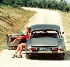 Vintage Cars : Cits and Bugs – vintageclassiccars: Lovely. Citroen Ds, Psa Peugeot Citroen, Vintage Cars, Antique Cars, Bmw Classic Cars, Super Sport Cars, Cabriolet, Ford Mustang Shelby, Limousine